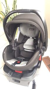 Britax B-Safe Elite Infant Carseat Manufactured in Oct 2016