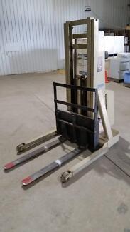 Crown - Walker Stacker Lift - Good Condition Ararat Ararat Area Preview