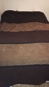Brown rustic comforter - size double