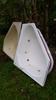 Large spa baths *white one sold*