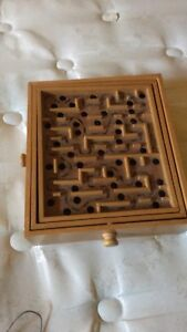 A labyrinth type game