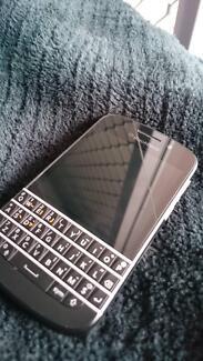 Blackberry Q10 Black + White housing + box Giralang Belconnen Area Preview