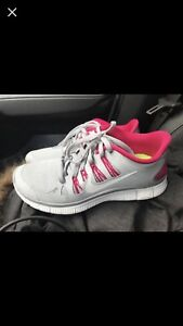 Woman's size 7 Nike shoes brand new