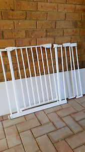 Baby gate with extensions (missing bolts) Safety Bay Rockingham Area Preview
