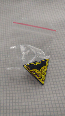 New NYCC Exclusive 2017 Batman Sideshow Statue Pin DC Heroes Logo Toys