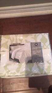 Queen duvet cover and sheet set (7-piece)