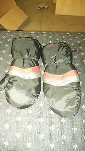 Kids mittens with zipper sides  London Ontario image 3