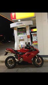 MOTORCYCLE DUCATI 848 LIKE NEW 7000kms WITH HELMET 9900$