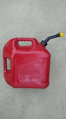 Vintage 11833 Blitz 5 Gallon Red Plastic Old Type Vented Gas Can Usa