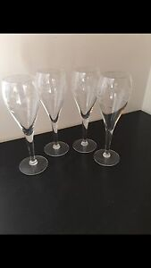 Set of 4 fine Crystal wine glasses