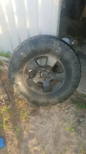 D40 navara wheels and tyers 285/75r16 nitto trail graplers