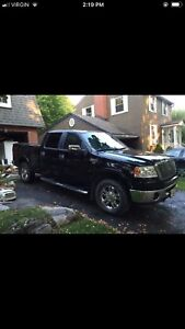 Ford pickup truck 5.4 lariat low km f150
