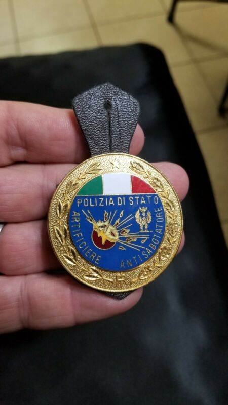 Rare 1980s Italy Italian  Poliziadistation Antisabotatore Brass shirt badge