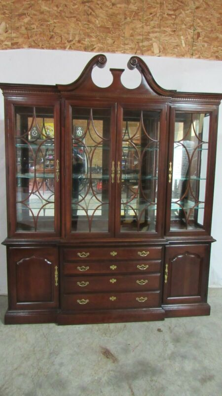 Thomasville Chippendale China Cabinet Breakfront Mahogany Dining Room Set