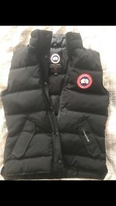 Women's black Canada goose vest (new) (small)