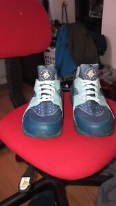 Blue huaraches only worn twice