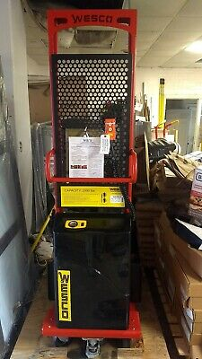 Wesco 261088 Power Platform Stacker Lift 2000 Lb Cap. Scratchdent 24 X 27