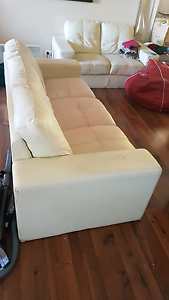 3 piece lounge suit leather Mount Hutton Lake Macquarie Area Preview