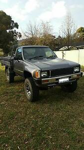 1984 Toyota Hilux 4x4 253 V8 Dual Fuel Mawson Woden Valley Preview