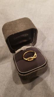 Tiffany and Co 18kt Gold Infinity Ring