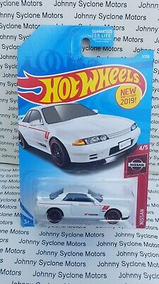 HOT WHEELS NISSAN SKYLINE GT-R R32 COUPE NISSAN SERIES WHITE 4/5