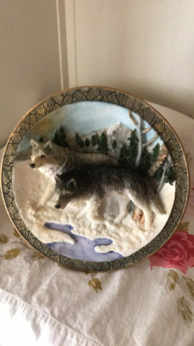 WOLVES VTG SUANTI 3 DIMENSIONAL 3-D CERAMIC Plate WOODS WILD ANIMALS FREE SHIP
