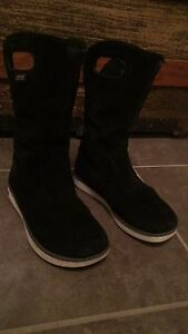 Girls size 13 BOGS rated to -14 Suede feel