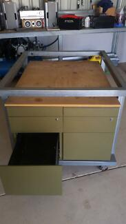 Mobile workshop and storage bench combination