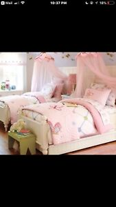 Pottery Barn Girls Bedding ( Complete Set )