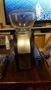 Delongui cofee grinder in new condition Avalon Pittwater Area Preview