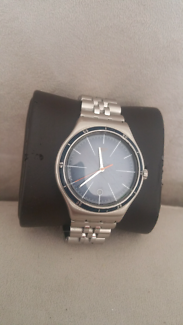 Swatch New Authentic Swiss Mens Boys Date Water Resistant Watch