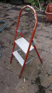 Folding 2 step step ladder