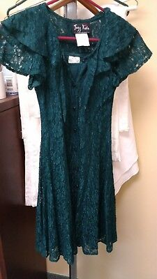 Girls Beautiful Lace Green Dress Size 8 With Under Modesty Full Petticoat