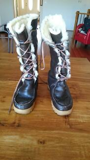 Genuine Lace Up Ugg Boots Abbotsbury Fairfield Area Preview