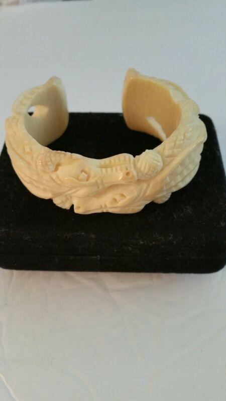 Vintage Alligator/Crocodile Bracelet Bakelite? Celluloid?