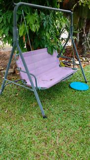 Free swing seat