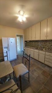 2 BD DUPLEX FOR RENT IN DOWNTOWN WINDSOR $999 inc 672 DOUGALL -
