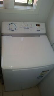 Simpson washing machine Sandy Beach Coffs Harbour Area Preview