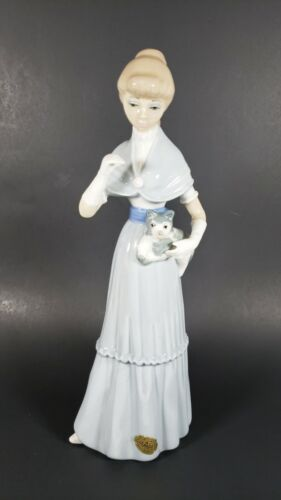 """Casades Spain Women Holding Kitty Cat Figurine Lladro Style 11"""" Tall Porcelain"""