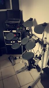 Yamaha DTX-500 Electric Drumkit with More!