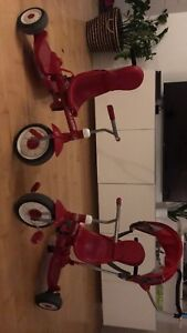 2 Tricycles Radio Flyer 75$