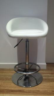 3 White Leather/Stainless Steel Bar / Kitchen Stools (Matt Blatt) Dolls Point Rockdale Area Preview
