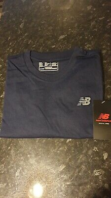 New Balance Mens Graphic Logo T-Shirt (Navy Blue).Size M.