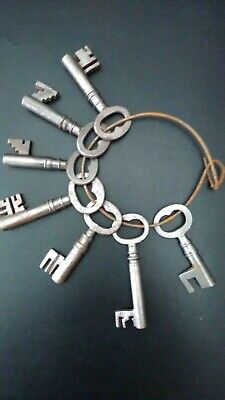 Bunch of 7 Collectable Vintage Keys Antique Steampunk measuring 5-7 cms