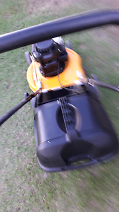 For sale Victor lawn mower 4.5hp Briggs & Straton  motor VGC Glamorgan Vale Ipswich City Preview