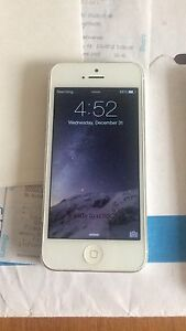 iPhone 5 32gb  new screen on bell.