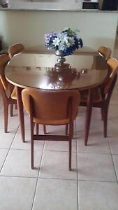 dining table and chairs Yamanto Ipswich City Preview