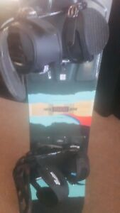 142cm BURTON BOARD AND BINDINGS