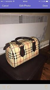 Bueberry classic hand bag like new