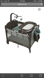 Pack'n Play with bouncer and changing table